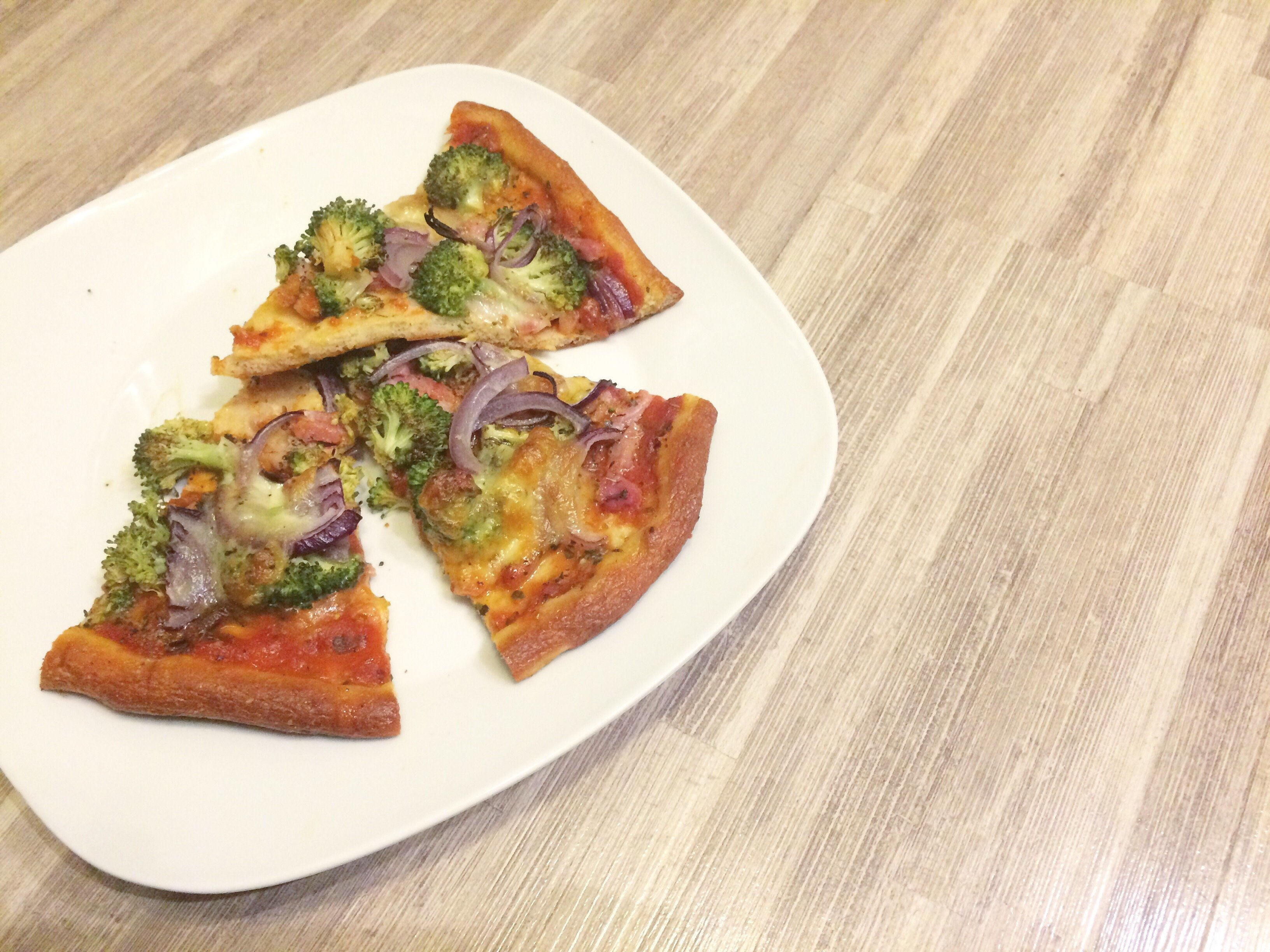 Lowcarb broccoli pizza